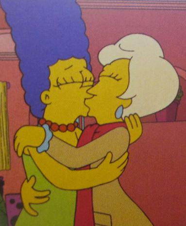 Marge knutscht Frau